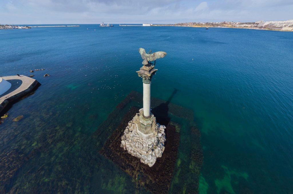 Памятник Затопленным кораблям в Крыму