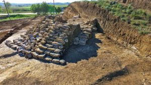 Раскопки вала под Керчью