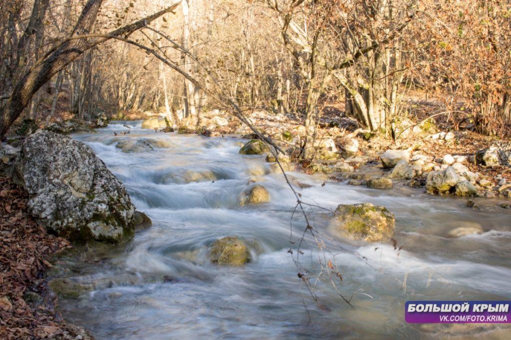 Река Кизилкобинка на Красных пещерах