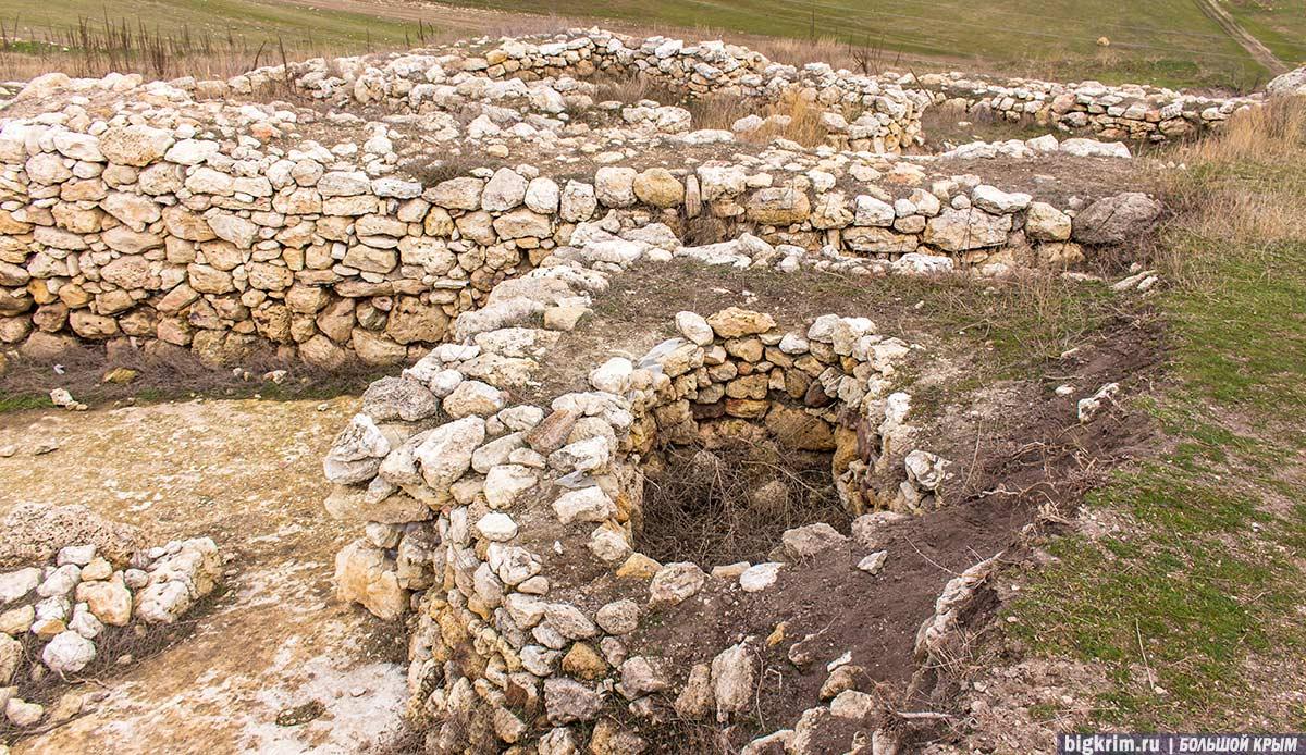 Постройки-на-древнем-городище